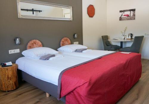 Een bed of bedden in een kamer bij Landhotel Diever
