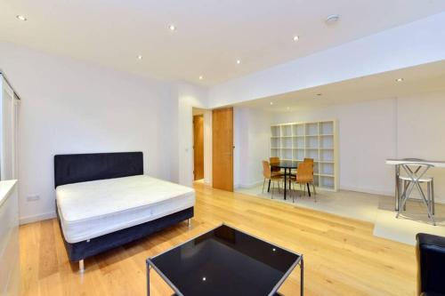 *Short Let * Luxury Large Studio Flat in Kensington Court W8