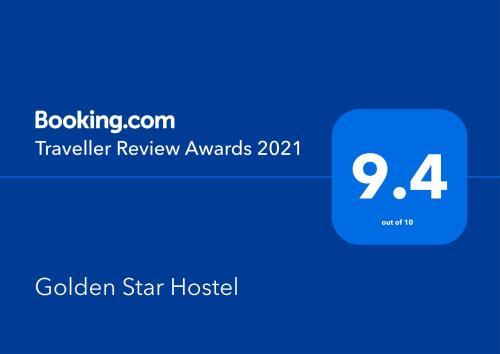 Certificado, premio, señal o documento que está expuesto en Golden Star Hostel