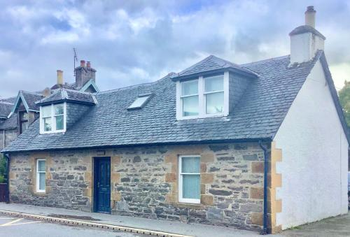Cute and Cosy 4-Bed Cottage in Newtonmore