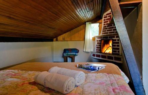 A bed or beds in a room at Pousada da Gruta