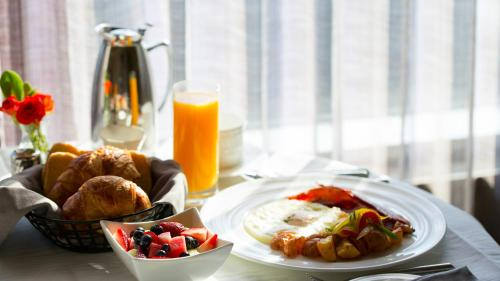 Breakfast options available to guests at InterContinental Toronto Centre, an IHG hotel
