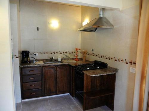 Una cocina o kitchenette en Cabanias El Aguaribay