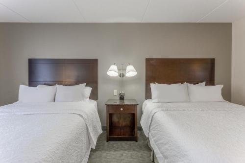 A bed or beds in a room at Hampton Inn Richmond - South