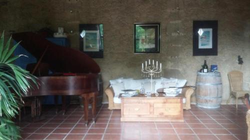A seating area at Maison d'Hotes Le Chai d'Armagnac