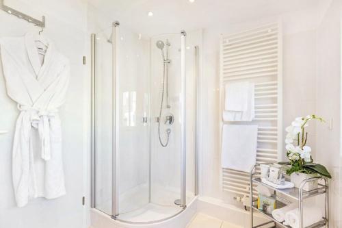 A bathroom at Hotel Villa Falkenberg