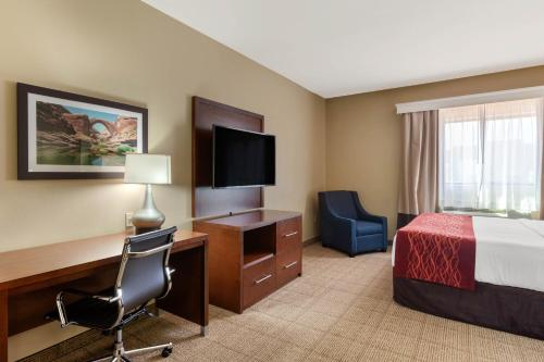 A television and/or entertainment center at Comfort Inn & Suites Page at Lake Powell