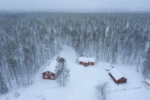 Old Pine Husky Lodge durante l'inverno