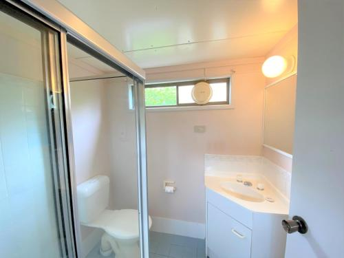 A bathroom at Nepean by Gateway Lifestyle Holiday Parks
