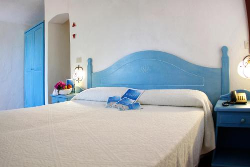 A bed or beds in a room at Club Esse Porto Rafael