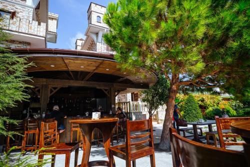 Ресторан / где поесть в Гостевой комплекс для отдыха с детьми Замок у моря
