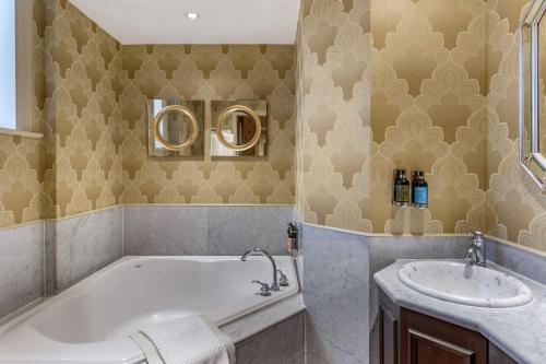 A bathroom at The Fort Garry Hotel, Spa and Conference Centre, Ascend Hotel Collection