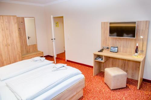 Ein Bett oder Betten in einem Zimmer der Unterkunft Waldhotel Friedrichroda
