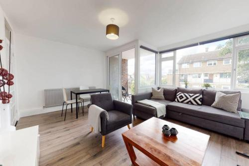 Amazing 3 Bedroom Flat - 4mins to tube station