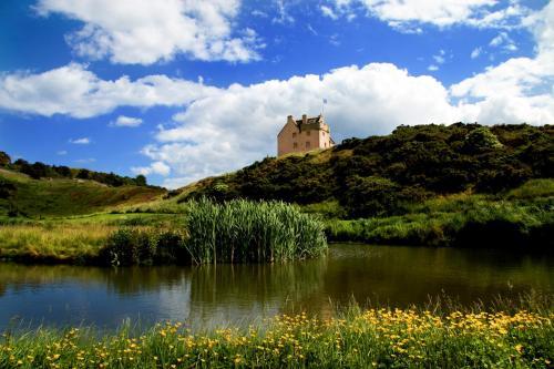 North Berwick Chateau Sleeps 12 WiFi