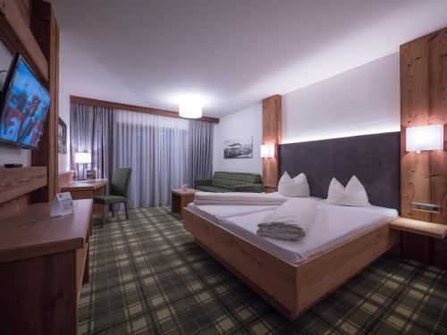 Een bed of bedden in een kamer bij Hotel Alphof