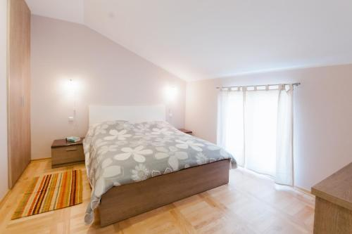 A bed or beds in a room at Apartments Mirjana