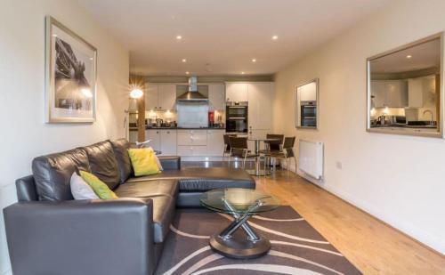 Farnborough - Stylish Modern 2 Bed 2 Bathroom Apartments