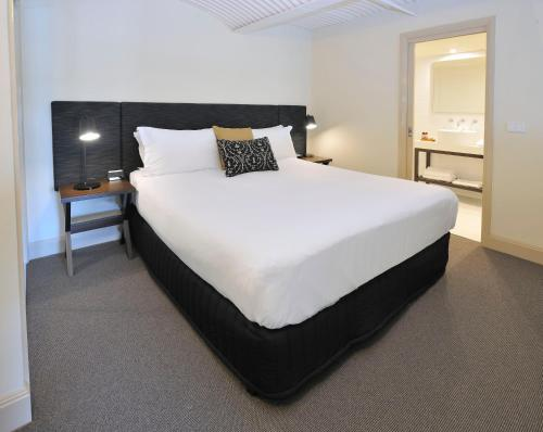 A bed or beds in a room at Grand Hotel Melbourne