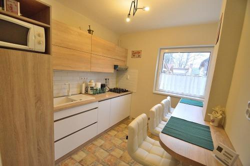A kitchen or kitchenette at Huba Apartman 2.