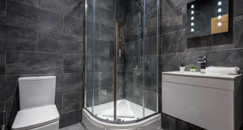 A bathroom at Prestige STAY Aparthotel - 27 Stanley Street