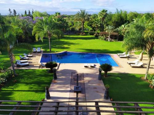 A view of the pool at Villa Malika Silvana or nearby