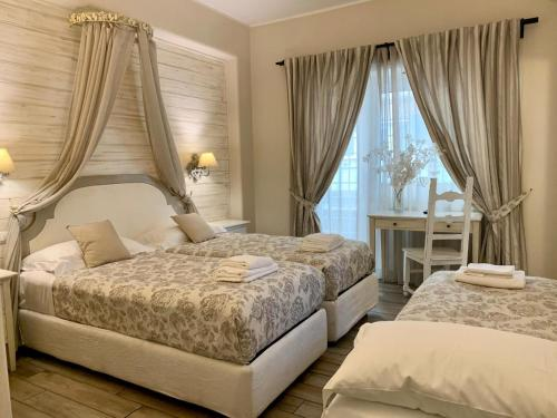 A bed or beds in a room at Casa Mia Vaticano Guest House