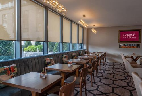 A restaurant or other place to eat at Carlton Hotel Dublin Airport