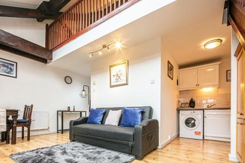 Victoria Quays Charming Loft Apartment - Free Parking