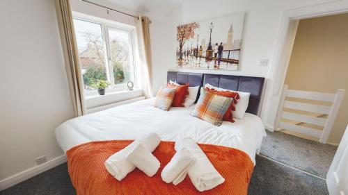 Stunning 3-Bed house in Chester by 53 Degrees Property, ideal for Contractors & Families, FREE Parking - Sleeps 7