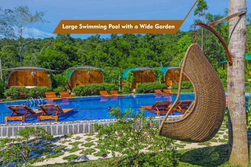 The swimming pool at or close to Phu Quoc Valley Sen Bungalow
