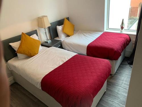 Gateway Mews WV1 stays 5Beds Parking Long stay discounts