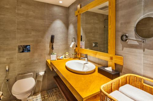 A bathroom at Swosti Chilika Resort