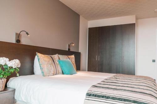 Een bed of bedden in een kamer bij The Memlinc