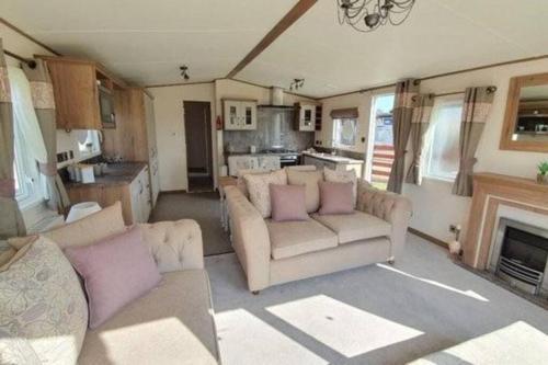 Abi Villa Deluxe 2020 Platinum Caravan