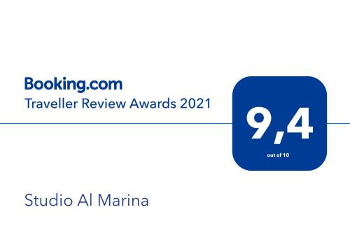 Certificado, premio, señal o documento que está expuesto en Studio Al Marina