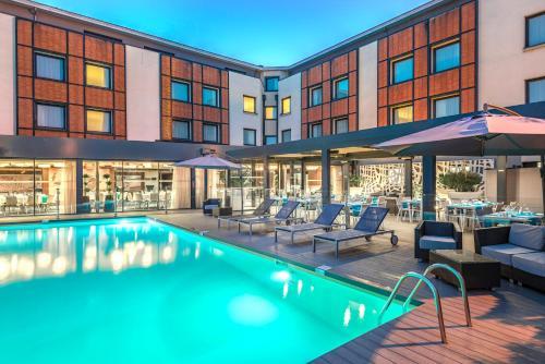 Het zwembad bij of vlak bij Holiday Inn Toulouse Airport