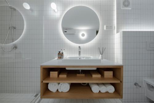 A bathroom at The Bridge House by Cohost
