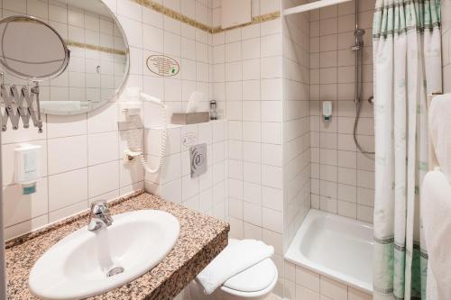 Ein Badezimmer in der Unterkunft Hotel Schlossgarten
