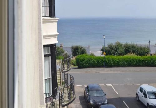 Apartment Anchor - Perfect location - Side sea views - Sleeps 4