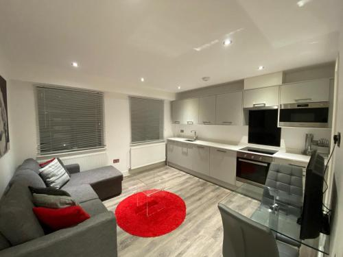 Reading Town Centre Apartment with FREE Parking by TAUR