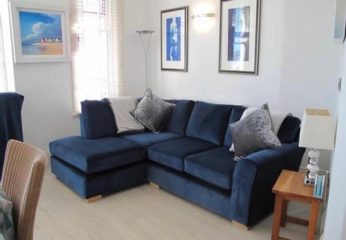 Apartment Sophia - Lovely ground floor apt, accessible shower, 1 minute from beach - sea views
