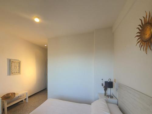 Llit o llits en una habitació de Hotel Riomar