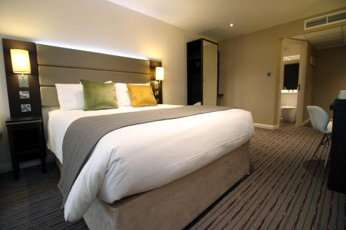 Silurian Hotel by StayBC Family Four Room