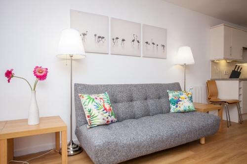 Stylish Apartment with Private Parking
