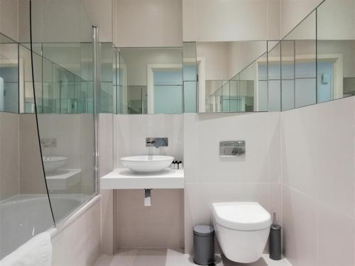 A bathroom at Clerkenwell Serviced Apartments