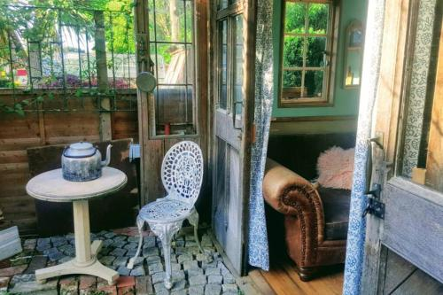 Bright, cosy and welcoming cabin, Fern Hollow