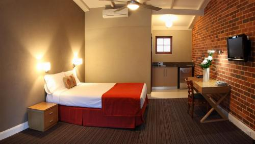 A bed or beds in a room at Rose & Crown Hotel