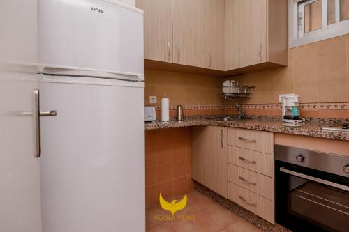 A kitchen or kitchenette at Aguila Views