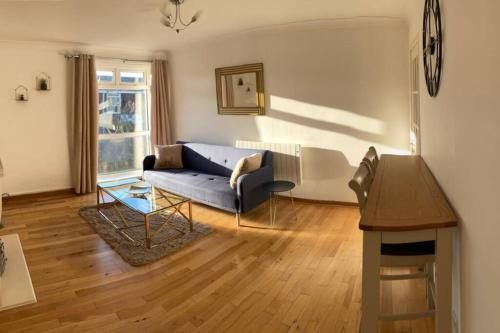Cosy & Homely 2 Bedroom Apartment *Free Parking*